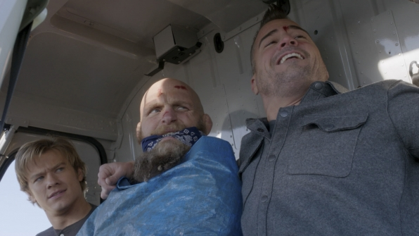 Angus MacGyver Trucs et Astuces - 1x13 Large Blade - 3